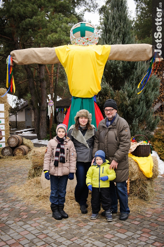 Владимир Нечипорук (Ukrainian Fashion Week) с дочерью Даной и внуками