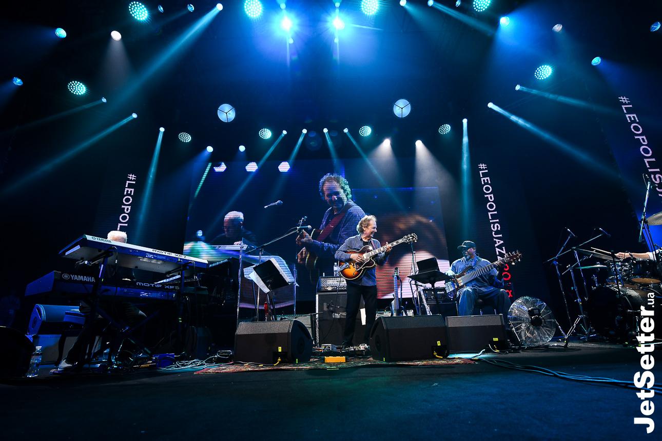 Lee Ritenour and Dave Grusin feat. Melvin Lee Davis and Wes Ritenour